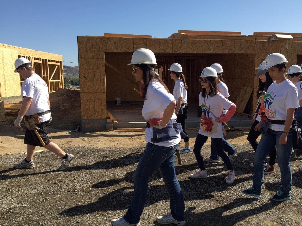 Cydcor-Volunteers-Support-Habitat-Humanity-LA-Food-Bank-6